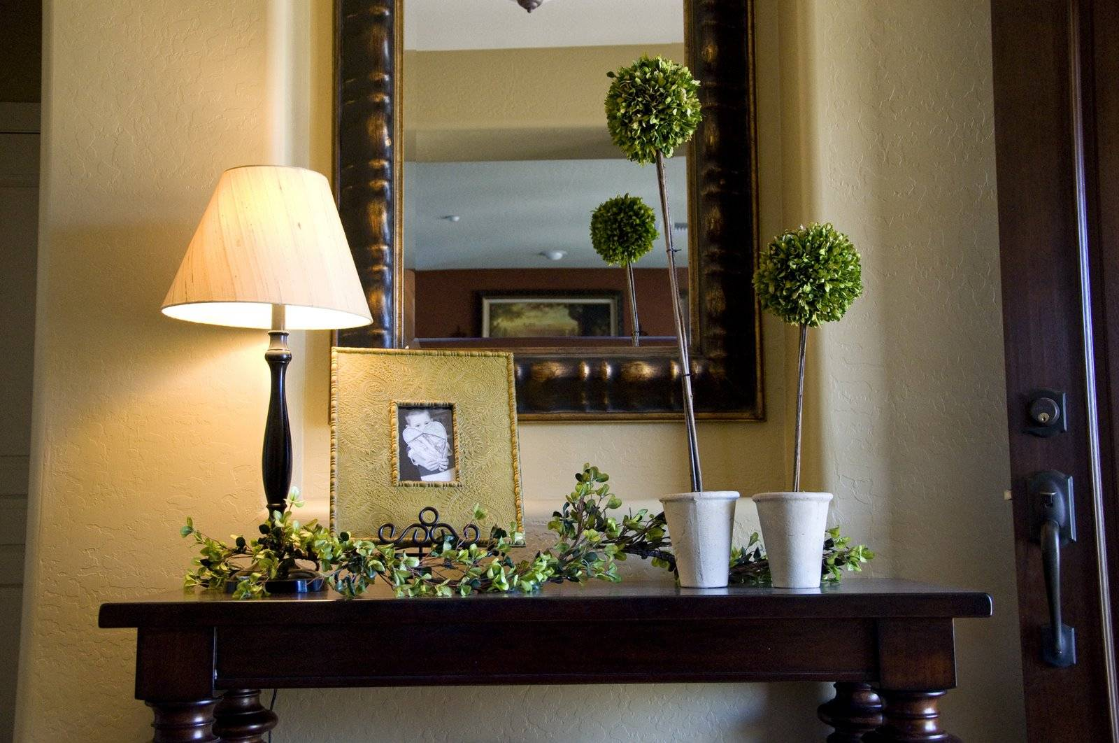 Decorating Table Creative Outpour